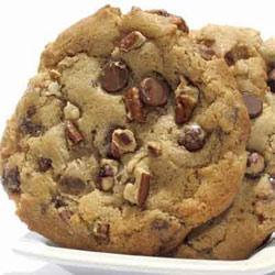 Печенье с шоколадом и грецким орехом