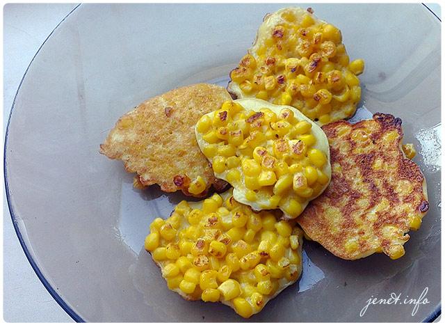Оладушки на завтрак с консервированой кукурузой